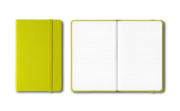Verde limão fechado e aberto forrado cadernos isolados no branco