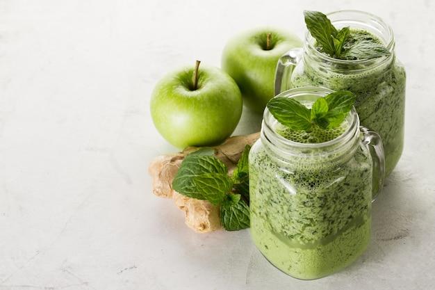 Verde, smoothie, gengibre, maçãs