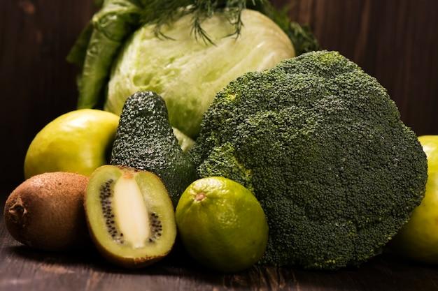 Verduras e frutas orgânicas verdes