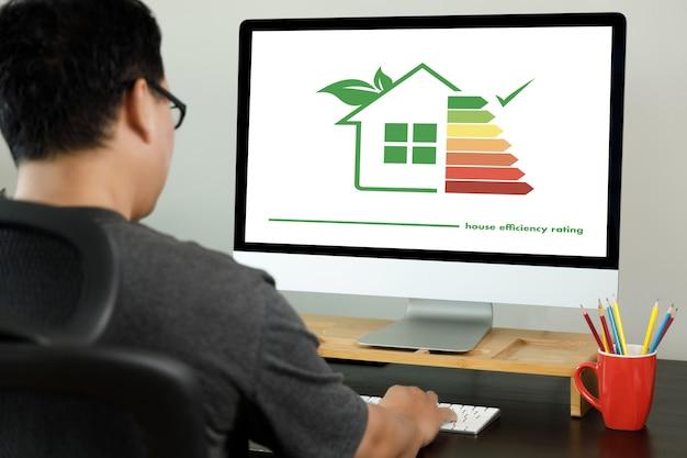 Verificação da estufa detalhe da classificação de eficiência da casa boa classificação de eficiência ecológica e bioenergética da casa conceito