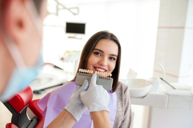 Verifique e selecione a cor dos dentes.