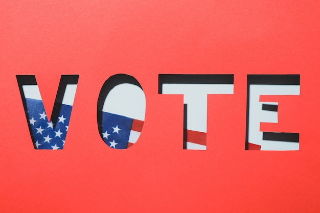 Vermelho com a palavra vote contra a bandeira americana