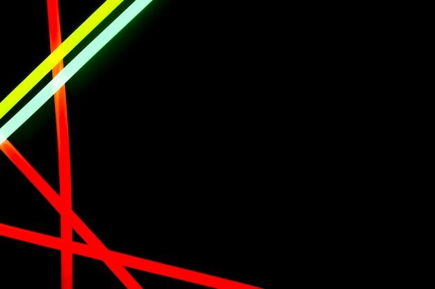 Vermelho; linhas de néon azuis e vermelhas em fundo preto