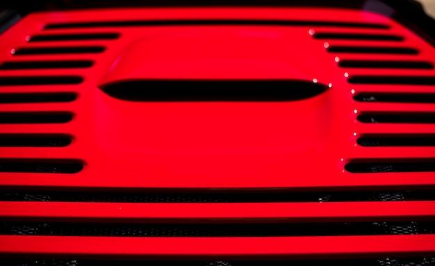 Vermelho metálico carro esporte ar condicionado, motor, portanto.