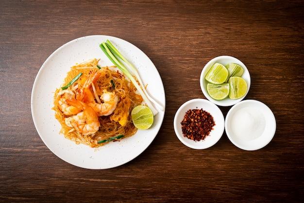 Vermicelli pad thai ou tailandês refogado com vermicelli com camarões