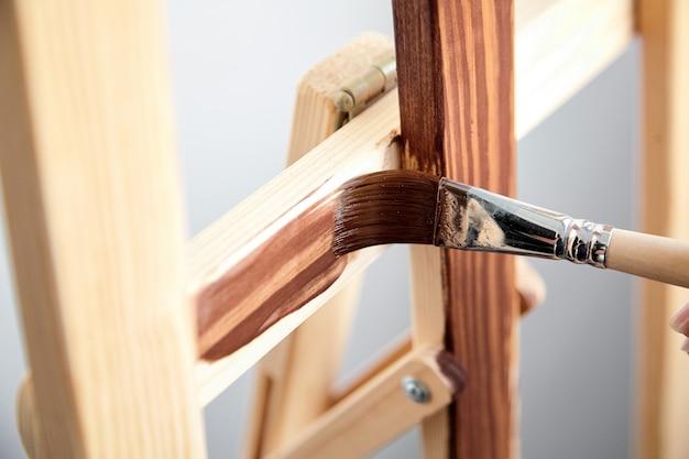 Verniz de revestimento. revestimento acrílico protetor da superfície de madeira