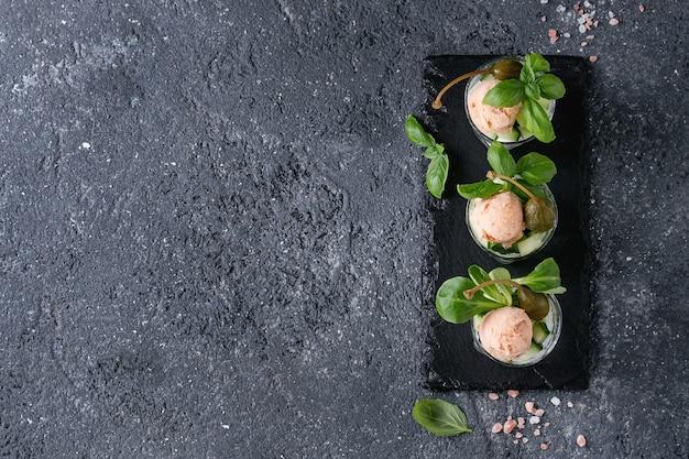 Verrines com patê de salmão
