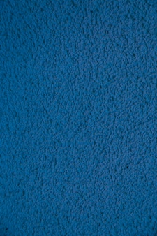 Vertical nova parede de cimento azul. estuque de concreto bonito. cimento pintado. parede de textura de fundo