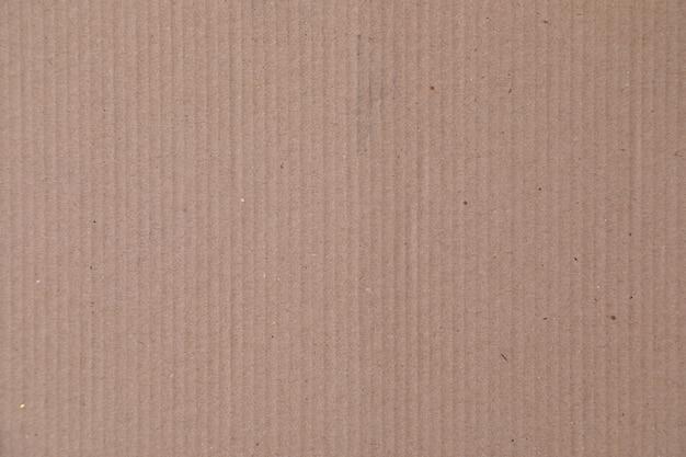 Verticalmente alinhado fundo bege caixa de papelão