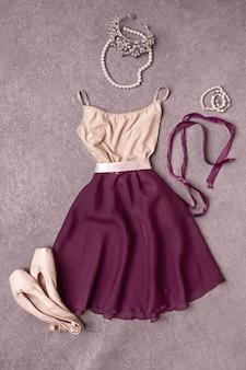 Vestido e sapatos de balé