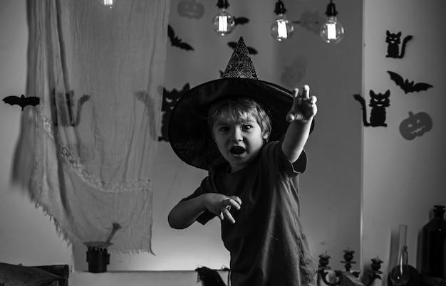 Vestidos de halloween e fantasias de bruxa e chapéu de bruxa