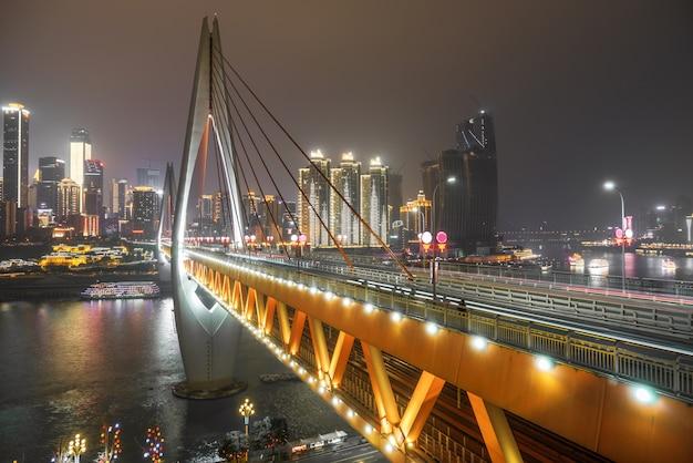 Via expressa, ligado, rio yangtze, ponte, e, modernos, cidade, paisagem, em, chongqing, china