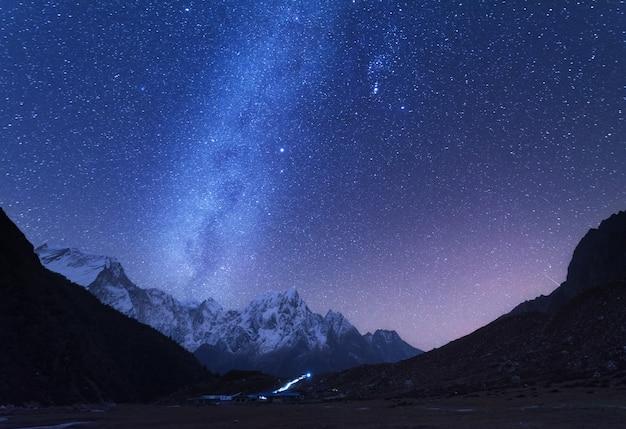 Via láctea e montanhas