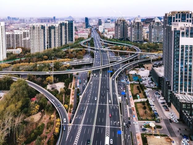 Viadutos para fotografia aérea da paisagem da arquitetura urbana chinesa moderna