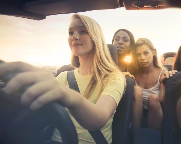 Viagem de carro com amigos