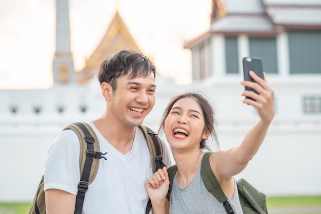 Viagem de casal de blogueiro asiáticos em bangkok, tailândia