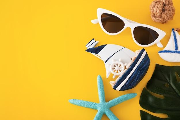 Viagem de verão em fundo amarelo