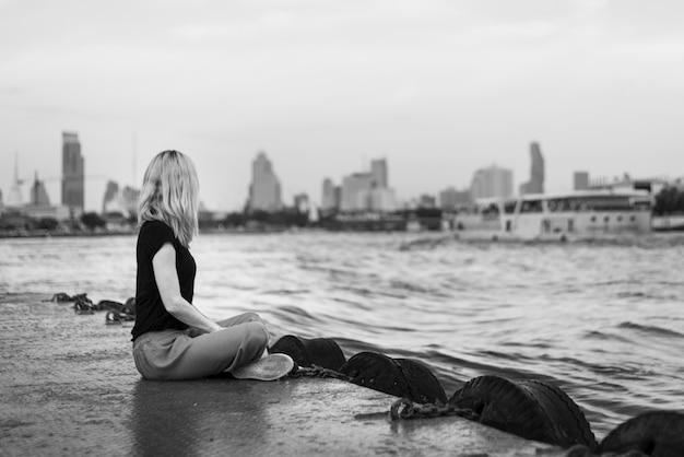 Viajante mulher solo