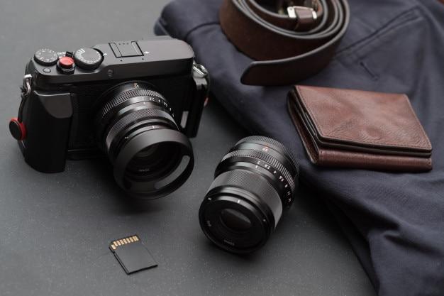 Viajar pela câmera sem espelho com acessórios