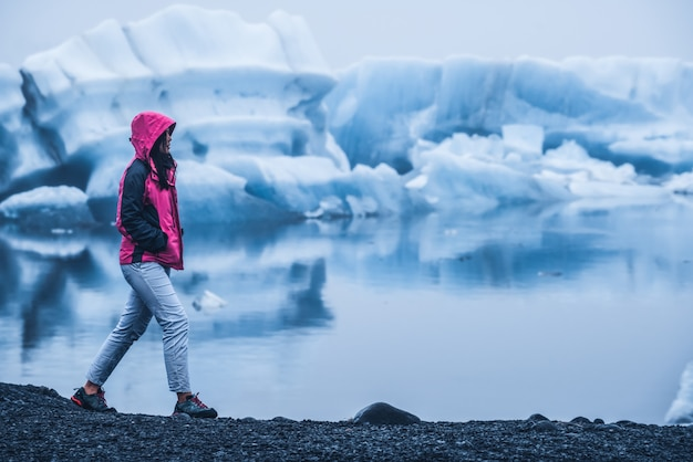 Viaje na lagoa glacial de jokulsarlon, na islândia.