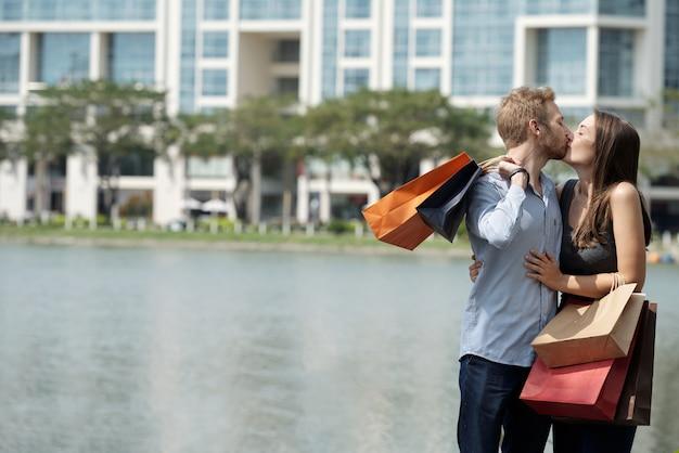 Viciados em compras apaixonados