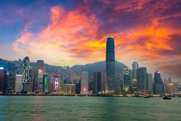 Victoria harbour em hong kong ao pôr do sol
