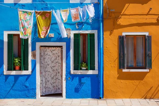 Vida habitual na ilha de burano, província de veneza