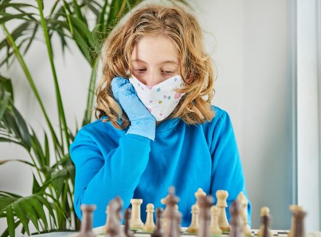 Vida no coronavírus de quarentena: jogos e atividades para as crianças em casa durante a quarentena covid-19