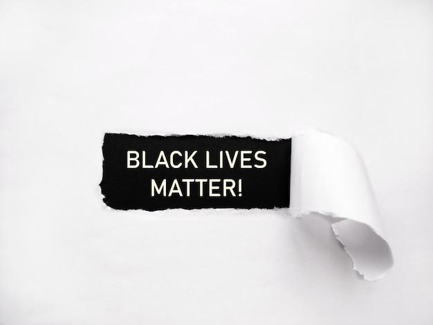 Vidas negras importam! escrevendo no papel contra o racismo e a brutalidade policial