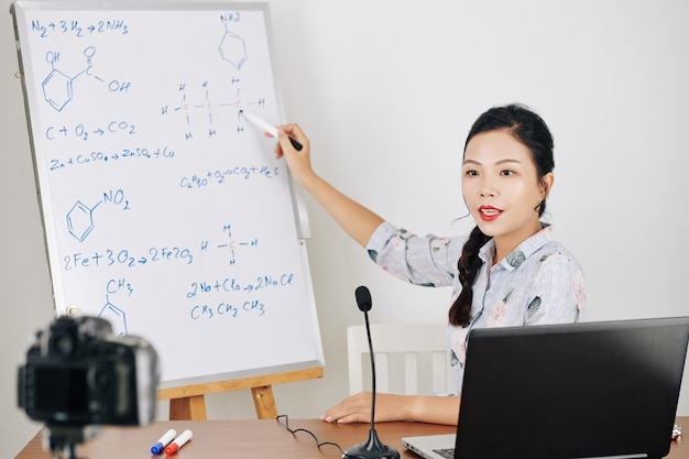 Vídeo de filmagem do professor de química