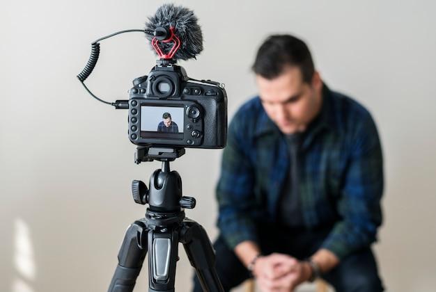 Vídeo de gravação de blogueiro branco