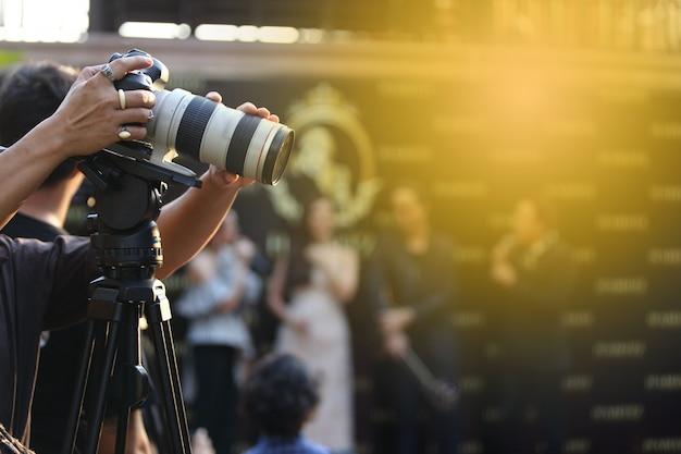 Vídeo dslr camera rede social de gravação ao vivo na sessão de entrevista do concurso