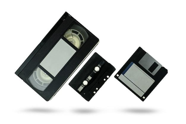 Videocassete fita cassete de áudio e disquete com traçado de recorte
