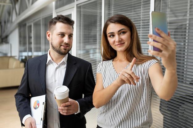 Videoconferência para trabalhadores de negócios Foto gratuita