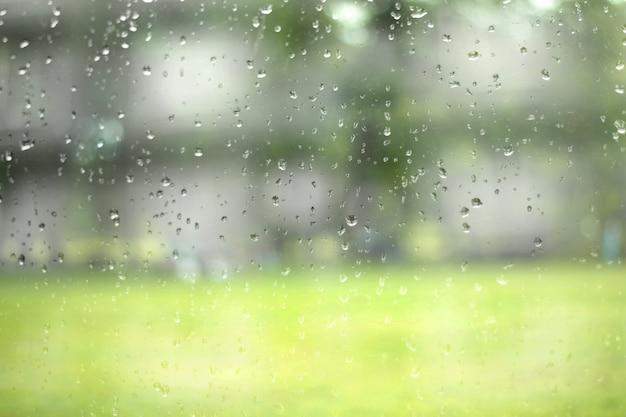 Vidro com gotas de água natural. abstrato.