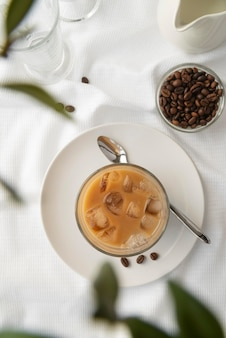 Vidro de visão superior com café gelado