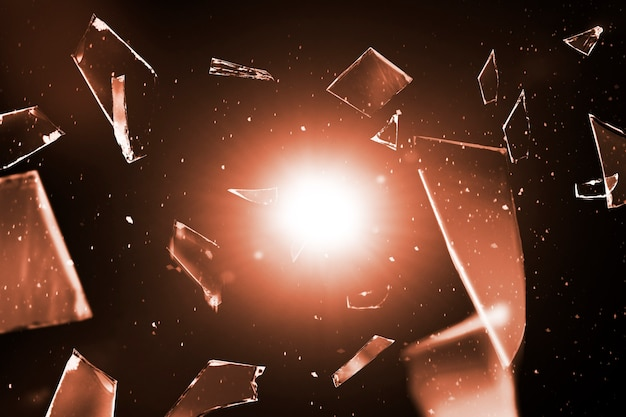 Vidro estilhaçado no fundo do espaço com espaço de design