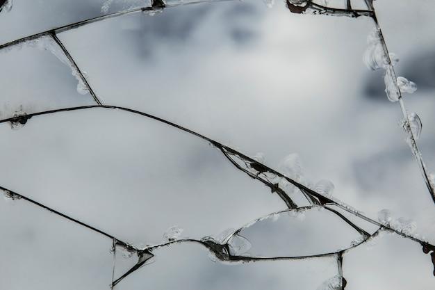 Vidro rachado, o fundo da textura da quebra do espelho.