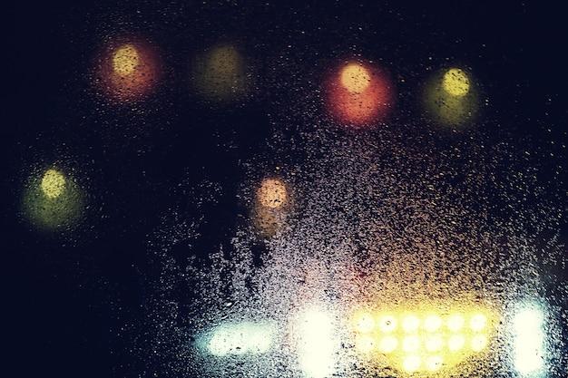 Vidro úmido na superfície brilhante