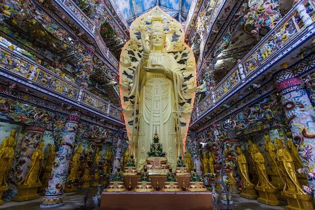 Vietnã - fevereiro 2016 - dentro do templo budista