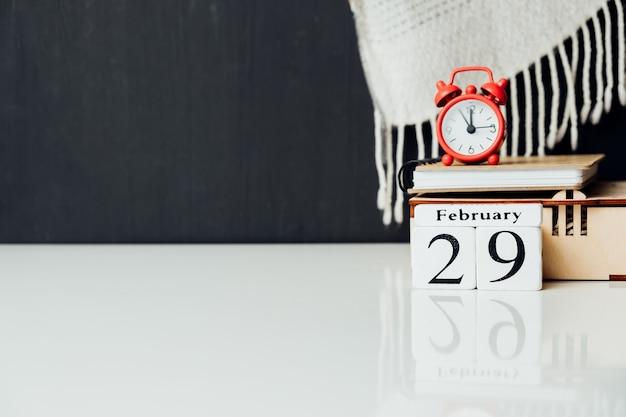 Vigésimo nono dia do mês de inverno, calendário de fevereiro, com espaço de cópia.
