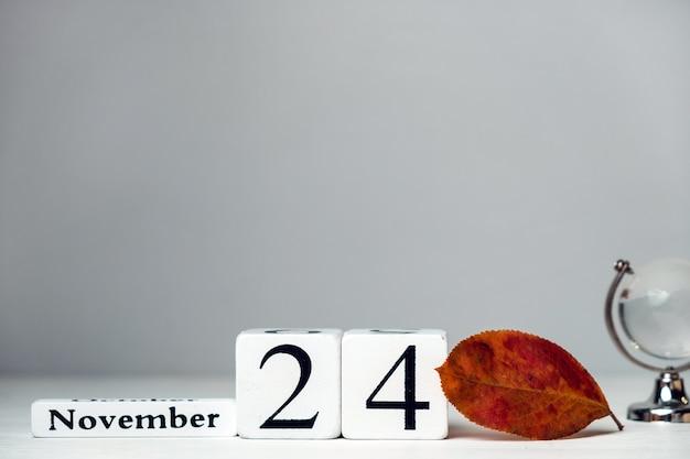 Vigésimo quarto dia do mês de outono, calendário de novembro, com espaço de cópia.