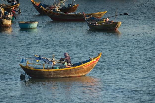 Vila de pescadores no vietnã