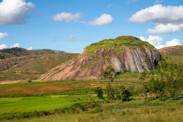 Vila nas montanhas em madagascar