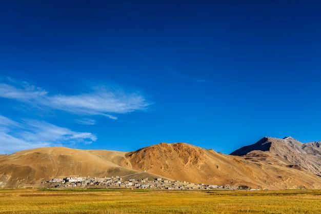 Vila tradicional de korzok do norte da índia em tso moriri, ladakh. 4500 metros acima do mar