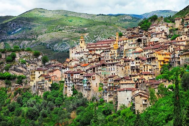 Vilarejos montanhosos tradicionais na frança, saorge, alpes maritimes