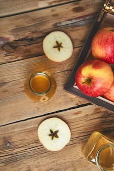 Vinagre de maçã. garrafa de vinagre orgânico de maçã