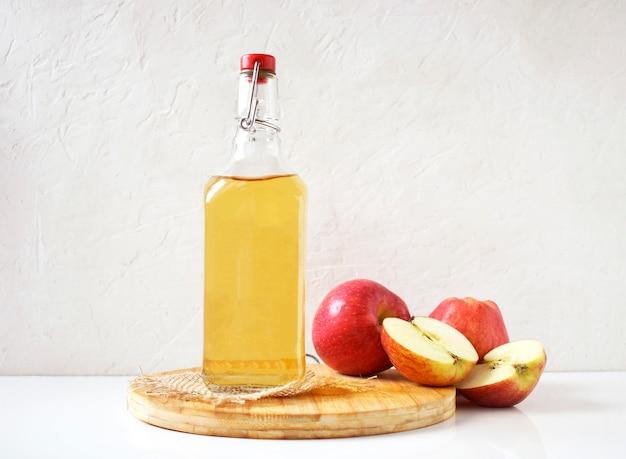 Vinagre de maçã natural preparado em casa