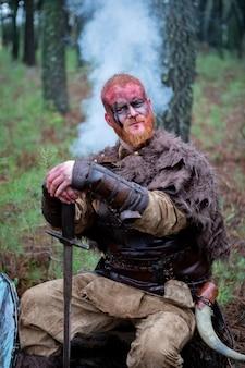 Vingança real sangrenta com seu treinamento da espada para o combate