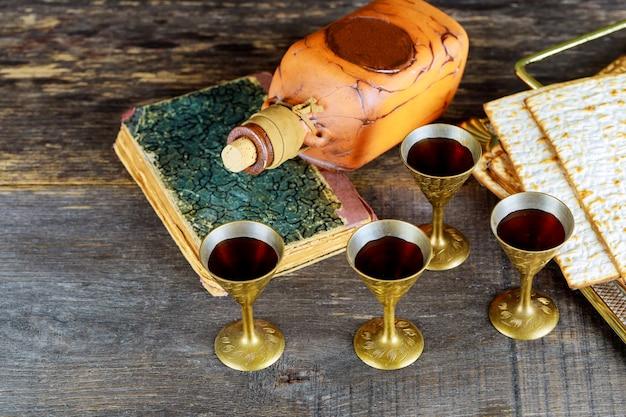 Vinho e matzoh feriado judaico, símbolo de férias pão de páscoa judaica